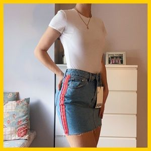 Jean skirt with red stripe